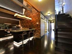 *[1階室内一例]空間を贅沢に使ってデザインされた、2階建てのメゾネットタイプ。