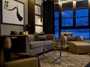 *[2階リビングルーム]約22.2㎡のリビングで優雅なひとときを。冬は美しい雪景色が窓の外に広がっています。