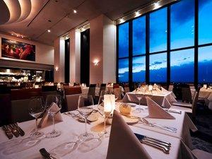 19Fレストラン「RPR」眼下に広がる眺望とアート感あふれるインテリアが魅力。ご記念日に最適。