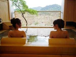 【貸切風呂】趣の異なる3つ貸切風呂。最上階から高山の景色をお愉しみください。