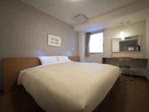 【ダブルルーム】21平米/ベッド幅200cmキングベッドを備えた1番大きなお部屋。