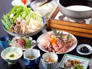京赤鶏の地鶏鍋醤油ベースのお出汁が好評