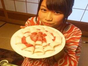 味噌味ベースのぼたん鍋は想像よりもあっさり♪美人湯温泉&コラーゲンたっぷりの夕食でお肌に磨きが
