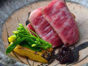 特選霜降り佐賀の黒毛和牛のA4~A5等級を使用した絶品ステーキ