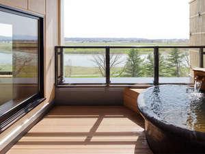 客室露天から十勝川を一望できるプライベート空間。(露天風呂イメージ)