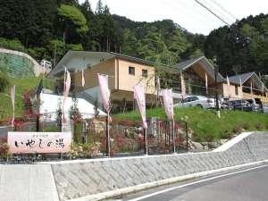 高野山麓の県立玉川峡自然公園内にある当館は、まさに自然の宝庫♪