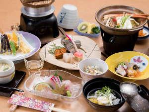 *【夕食一例】地元の素材や旬の「旨い」を揃えてお待ちしております。