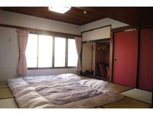 2階:和室(こちらにお布団を敷いてお休みください)
