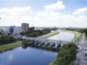 川に面した客室からは風光明媚な乙川の景色が望めます。