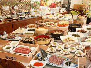 いわて三陸!海山の恵みバイキングでは、地元産の塩、醤油、味噌にもこだわった料理が並びます。