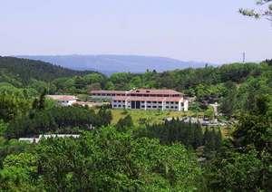 ゴルフ場からの青山ホテル全景
