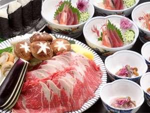 十勝岳をイメージして盛付けをした牛肉・野菜を溶岩プレートで食べる「マグマ焼」コース