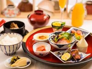 """朝食/ご飯が進むボリューム満点""""和華蘭""""朝食は、和・洋・中のイイとこどり"""
