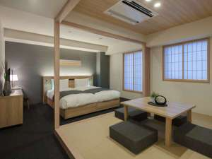 DELUXE 4 with futon beds