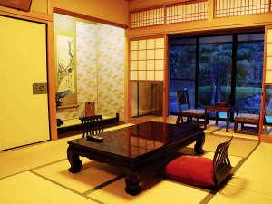 ■新館和室(一例)■お部屋からは庭園がご覧いただけます。夕食はお部屋食のご対応可能です♪