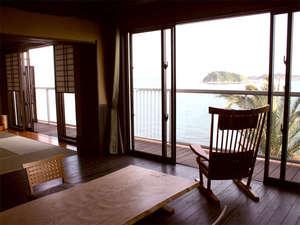 客室【Dタイプ一例】◆海側和室8畳+板の間10畳+テラス。広々としたお部屋でのんびり過ごすひと時。