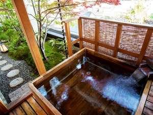 例7 特別室505号室の桧の露天風呂 ※24時間適温に保たれた特注桧の露天風呂と内風呂あり