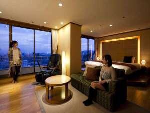 【開花亭・和洋室】11階・12階の高層階にしつらえた特別室。ゆったり優雅なひと時を。