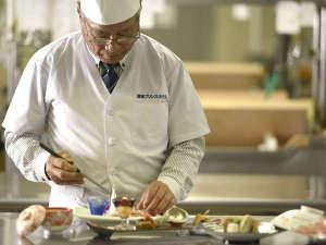 日本料理の第一人者・『愛媛マイスター』認定の料理長。愛媛の美味しい料材を皆様へ。
