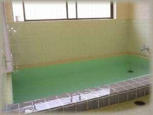 源泉掛け流しの清潔なお風呂です。