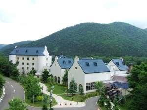 のびやかな時を過ごせる森の中のスパリゾートホテル