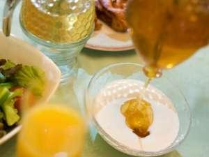 【朝食バイキング】蜂とともに花を求め、全国を旅しながら採蜜する遠軽町花田養蜂園さんこだわりの純粋蜂蜜