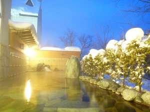 【女性露天風呂】日本の冬の贅沢!雪景色を見ながらの露天風呂で、身も心もポカポカ