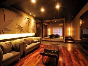 和洋室南館【凛】リビングと和室はゆとりの20畳。寝室は14畳。南館全室マッサージチェアーを完備。