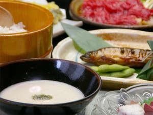 ●当館発祥の『麦とろ飯』● 山芋のまったりした食感・しっかりした口当たりに、麦ご飯がベストマッチ☆