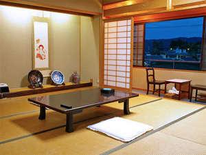 <和室>10畳~12畳の和室となります。お部屋の広さはご予約人数に合わせてご案内させて頂きます。