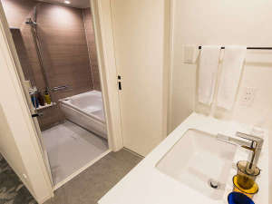 【風呂】バスルームプレミアムタイプのお部屋はバスルーム・トイレがセパレートとなっております。