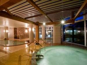 夜の大浴場。ジャグジーももちろん温泉。一日の疲れをほぐします。