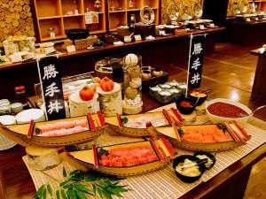 好きな具をご飯にのせて食べる「勝手丼」。新鮮なお刺身も多数ご用意しています!