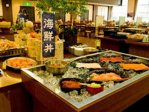 【夕食バイキング】海鮮丼コーナー。自分の好きなお刺身でオリジナル丼を。