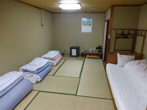 みやまホテル自慢のひろびろ和室の12畳。6名様まで宿泊可。大浴場有。貸切利用可。