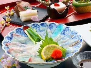 豊後桜鯛とかぼすヒラメを贅沢に食べ比べ。(春の特選会席の一品です)