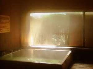 【離れ客室 檜風呂(一例)】やさしい檜の香りは、ココロとカラダに潤いと極上のやすらぎを与えてくれます