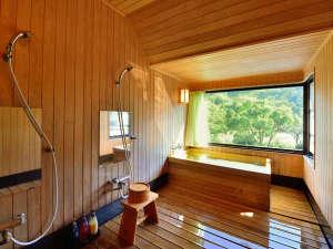【客室檜風呂】檜のやさしい香りに包まれて心身ともにリラックス(全ての客室に檜風呂完備/写真は特別室)