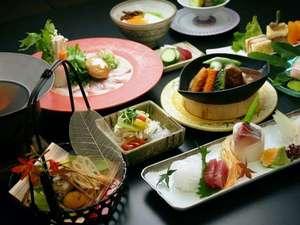 【お部屋食】その時の宮崎厳選食材を匠の技で、おいしく..美しく..真心込めて一品ずつお出ししております