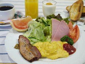 朝食の一例 自家製ベーコンで朝からボリュームたっぷり♪