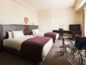 【客室】ユニバーサルツイン・部屋広さ…30㎡・宿泊人数…1~2名・ベッド幅…110cm