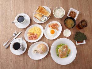 【朝食】2階レストラン・サイドメニュー5種+メインメニュー4種+ドリンクバー。