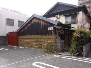 駐車場(NO.5~7)から見た玄関です