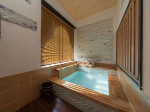 楽庵 風呂水の流れがテーマになっており、力強さとやわらかさが感じられます