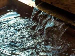 天然温泉源泉掛け流しの湯は飲用も可能でございます。