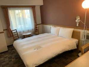 ダブルルーム 15㎡ 160㎝幅ベッド