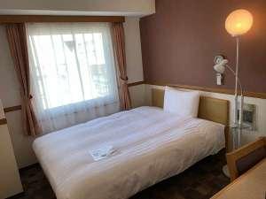 シングルルーム 12㎡ 140㎝幅ベッド