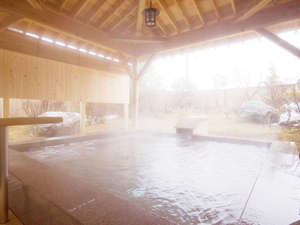 檜の香りを楽しむ大露天風呂