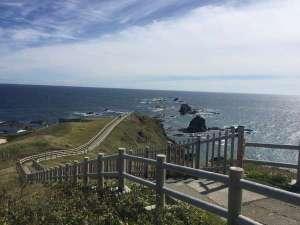 襟裳岬。当館から徒歩20秒です。分じゃなくて、秒ね。