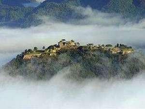 是非、一度は見たい!雲海に浮かぶ『竹田城址』はまさしく天空の城。一面に広がる雲海は晩秋からが見頃!